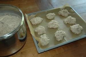 gluten free raisin bunsDSC_0641